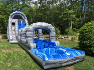 22' Roaring 2 Lane River 60x13x22 $525 ($750 for 2 day rental)